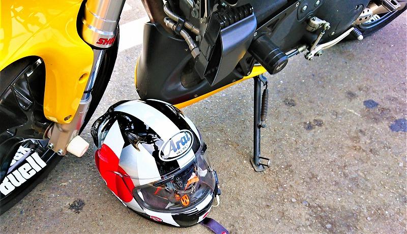 ヘルメットの正しい置き方