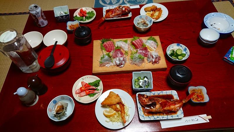 民宿の豪華な食事