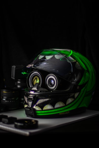 頭が小さく見えるヘルメット