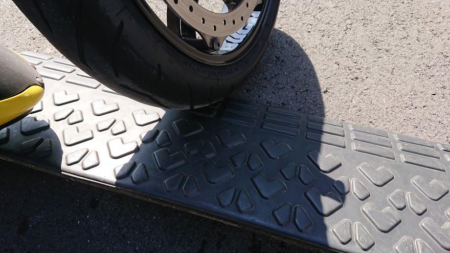 タイヤ止めを置く
