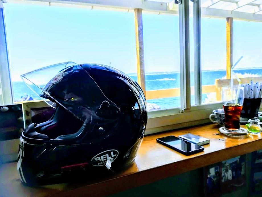 風通しがいい場所に置いたヘルメット