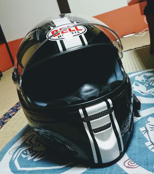 かっこいいカーボンのbellヘルメット