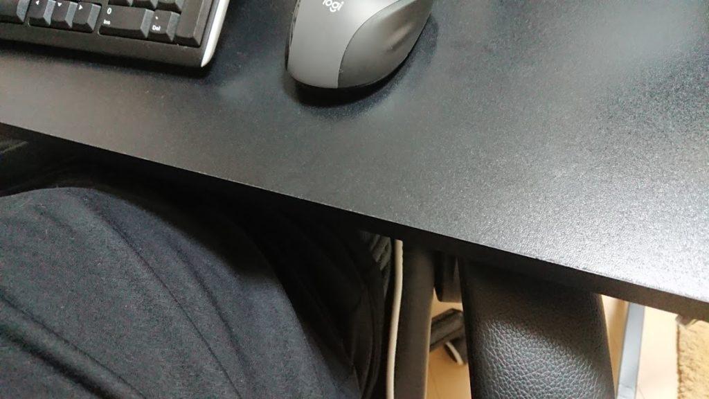 机の下に肘掛けが入ることが大切