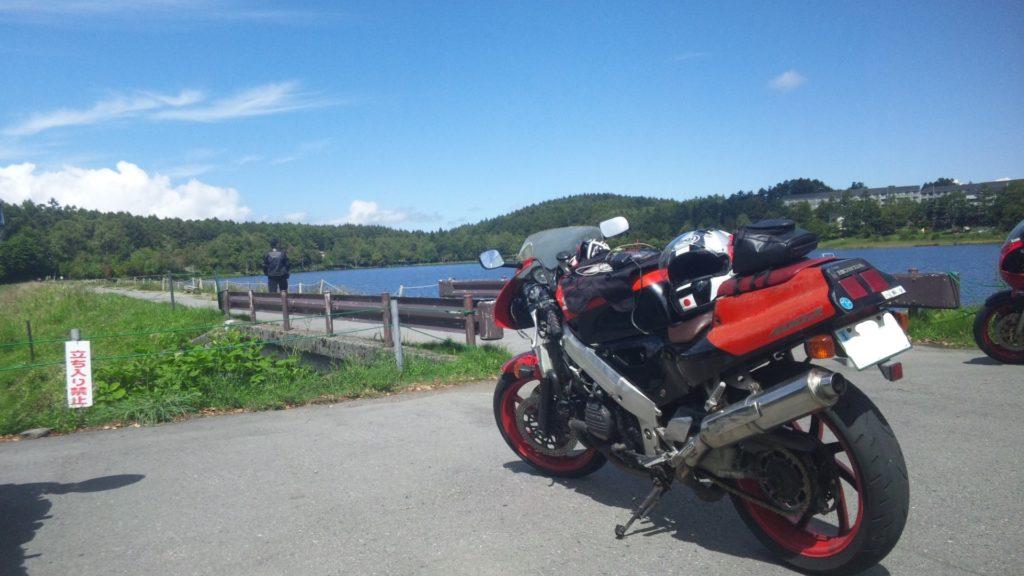 湖とVFR400R【NC30】