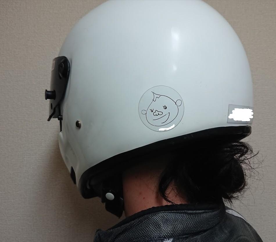 髪の毛はヘルメットの中に入れて日焼け対策をする